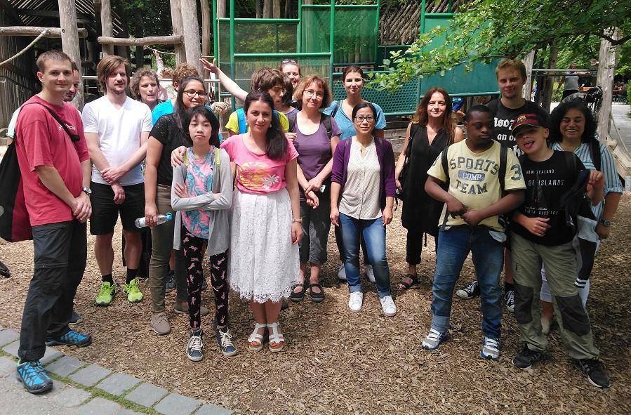 Social Day Besuch im Tierpark mit Gruppe von Kindern