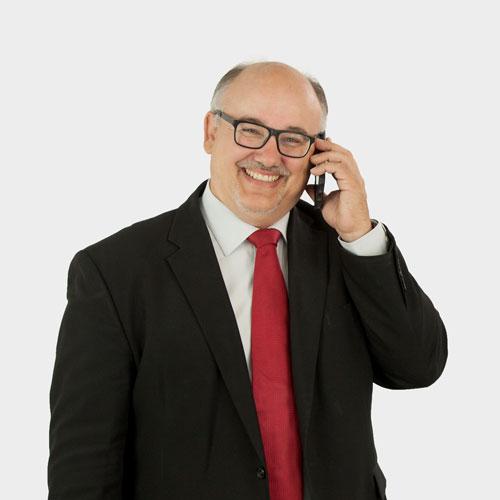 Portrait Geschäftsführer Jürgen Bernert; telefonierend