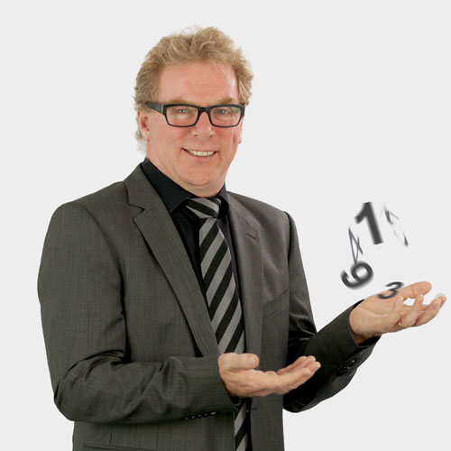 Portrait Geschäftsführer John O'Connor; jongliert Zahlen